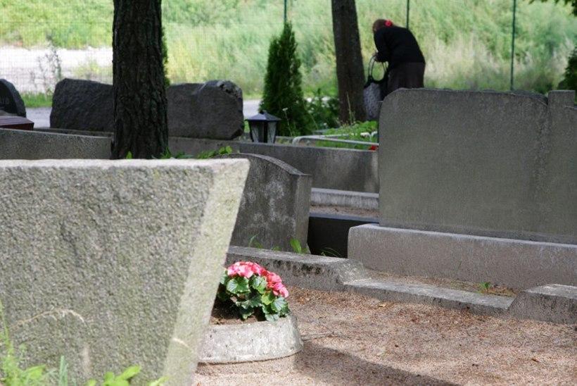 Jõhvi kalmistu hauaplatsitasuga rikutakse seadust