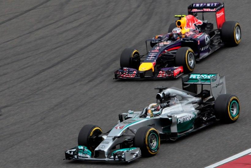 GALERII: Haigutama ajanud Hiina GP võit läks Hamiltonile