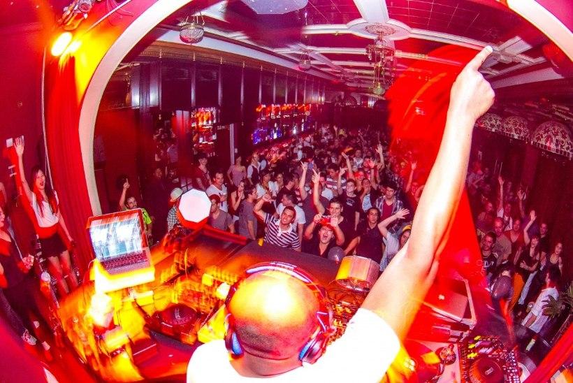 Brasiilia trummi ja bassi kuningas DJ Marky mängib Sinilinnus