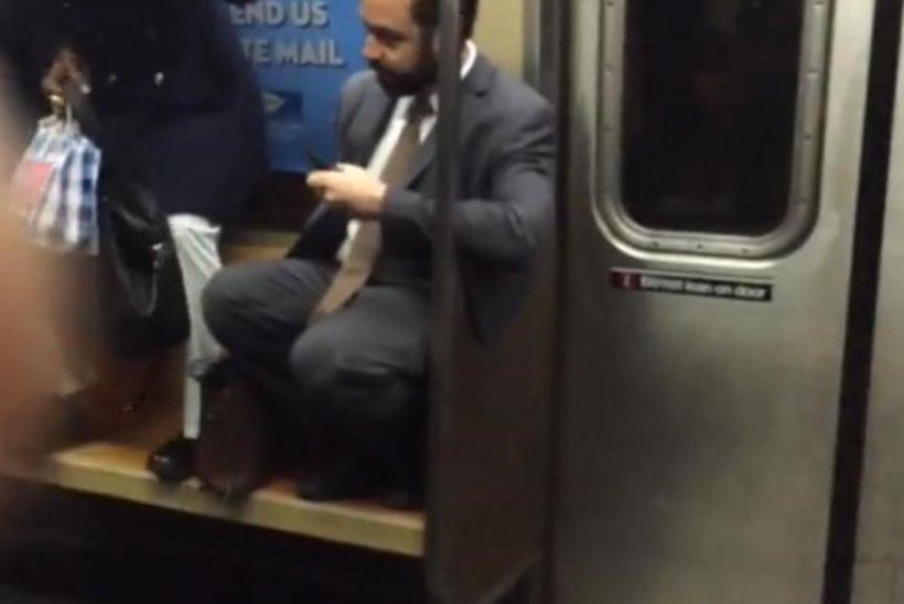 VIDEO: nii juhtub, kui rott rahvast täis metroosse pääseb