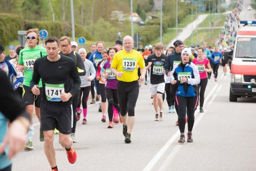SUUR GALERII: Tartu jooksumaratoni võitis ülivõimsalt Roman Fosti