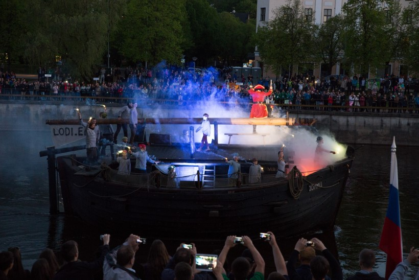 VIDEO JA GALERII: Tartu üliõpilasmängude avatseremoonial sai lodi Jõmmust piraadilaev!
