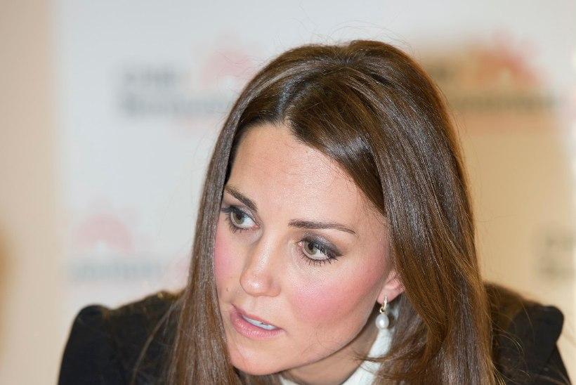 EBASÜNNIS? Bildis avaldati pilt hertsoginna Catherine'i paljast tagumikust