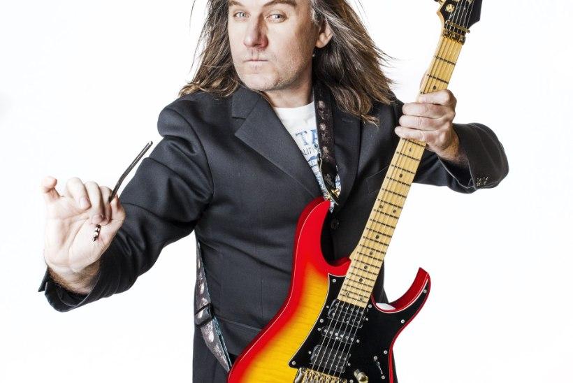 Kitarrivõlur Toomas Vanem õpetab kitarri laulma