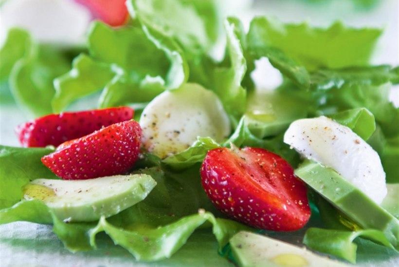 Võisalat maasikate ja mozzarella'ga
