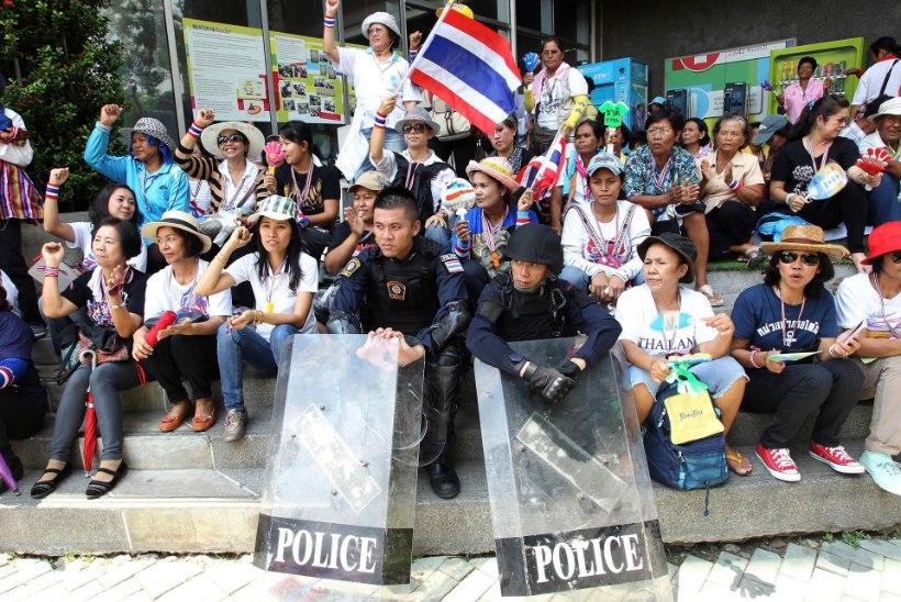 GALERII: Taimaal Bangkokis protestivad valitsuse vastu tuhanded inimesed