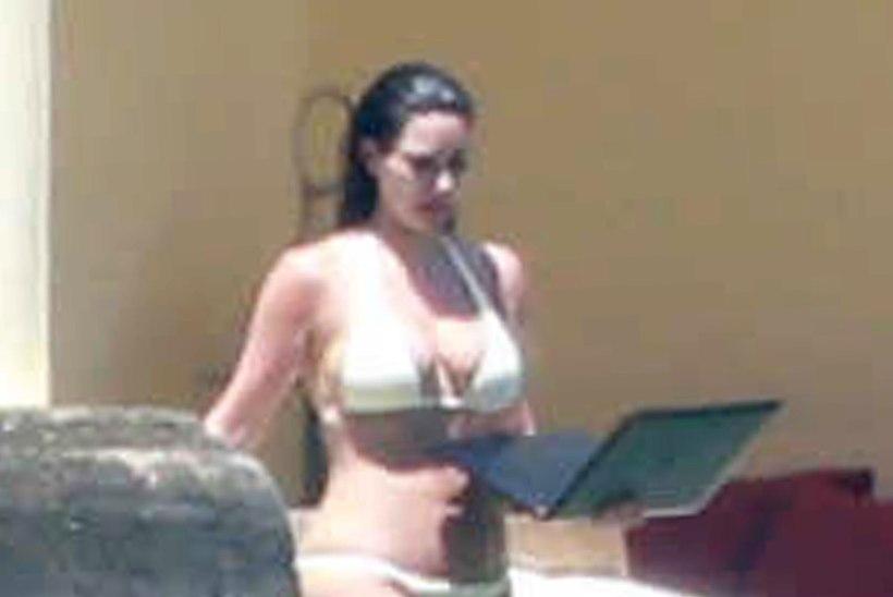 GALERII: Kim Kardashian näitas mesinädalatel seksikat liivakellafiguuri