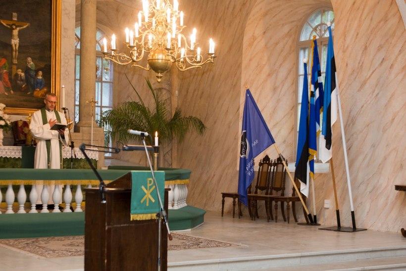 GALERII: Kuressaares mälestati juuniküüditamise ohvreid