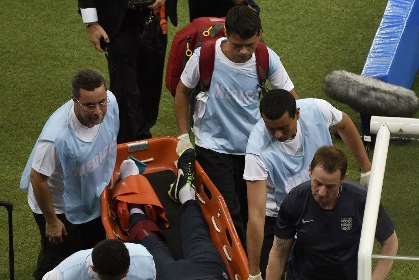 Inglaste füsioterapeut murdis väravat tähistades jala. Milliseid jaburaid vigastusi jalgpalliajaloost veel leiab?