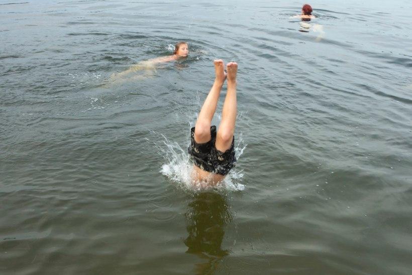 Jaaniõhtu: kellel suur lõke, kellel paljalt ujumine