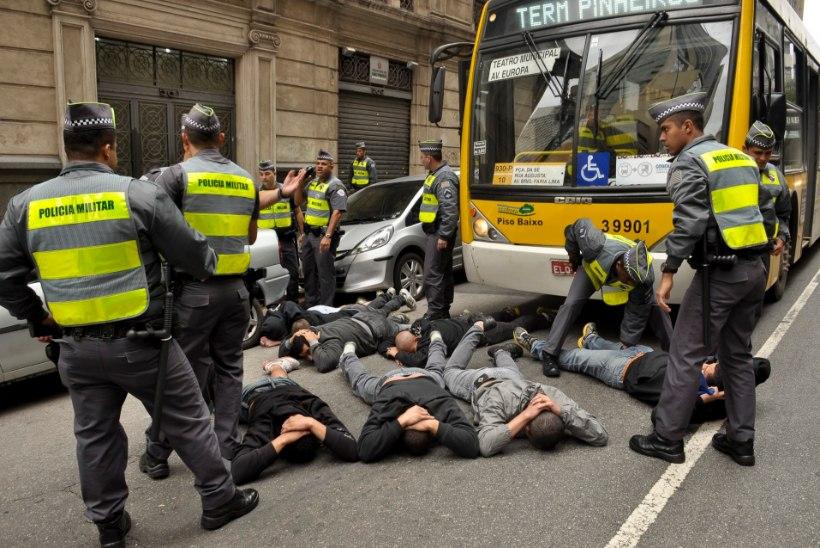 Kümme Inglismaa toetajat peale rünnakut haiglas