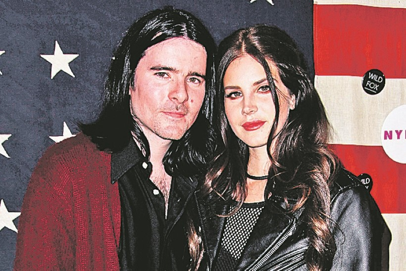 Lana Del Rey võttis kihlatuga aja maha