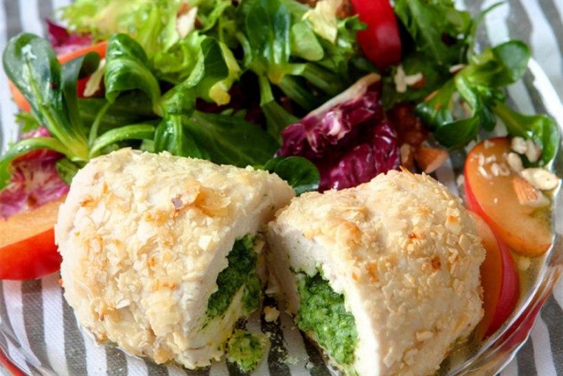 Kiievi kotlet ürdivõi ja värske salatiga