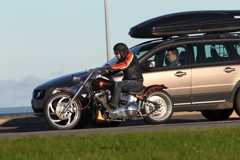 Ettevaatust liikluses! Üle kümne tuhande mootorratturi sõidab Eestisse kokkutulekule