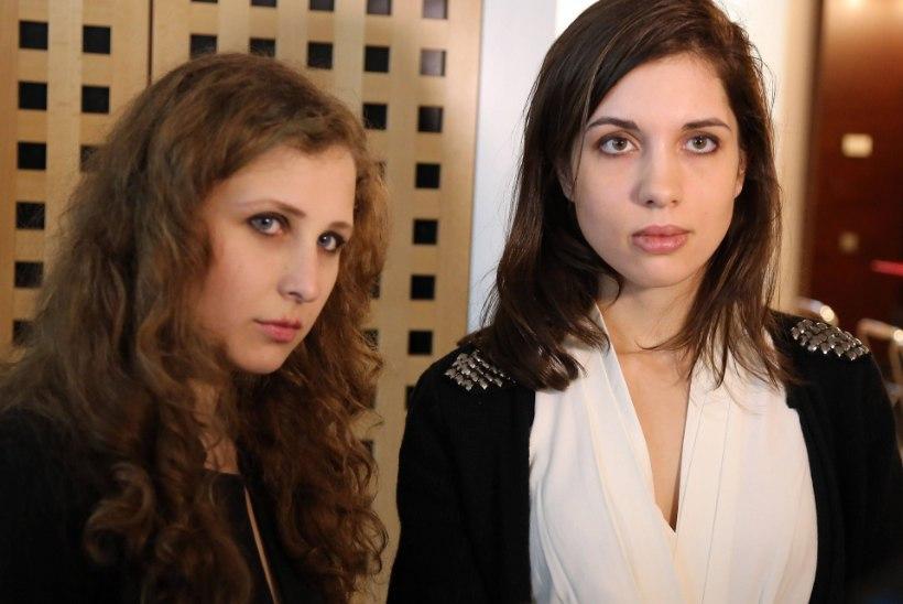 STIILIMUUTUS: Pussy Rioti Nadežda lõikas juuksed maha, Maria kannab prille