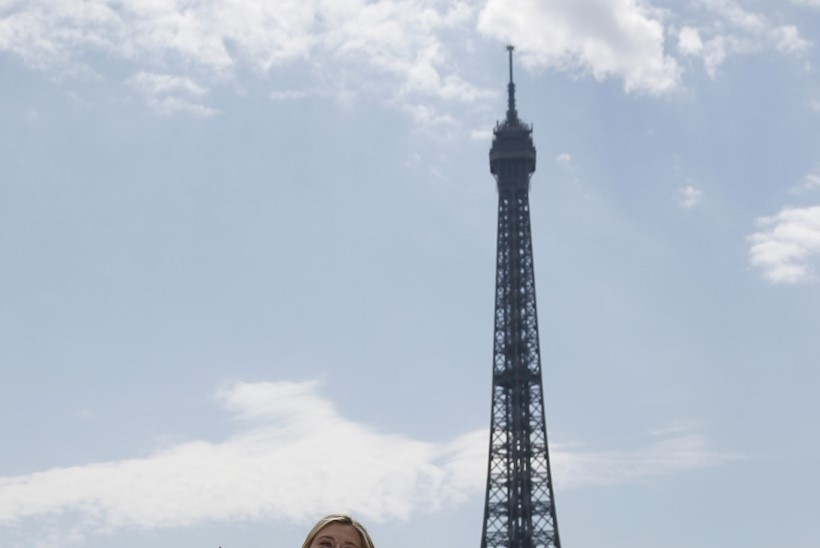 VALLATU MAŠA! Prantsuse lahtistel triumfeerinud Šarapova edvistas Eiffeli torni juures