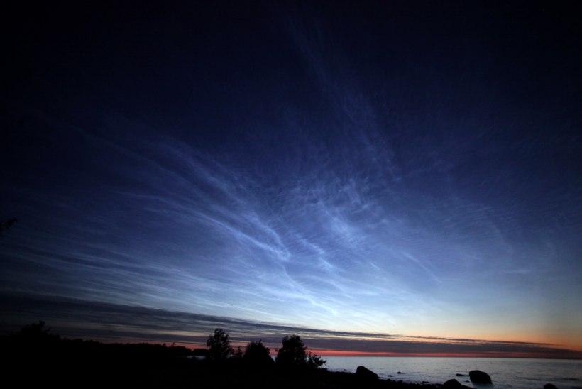 FOTOD: Helkivad ööpilved Tallinna kohal