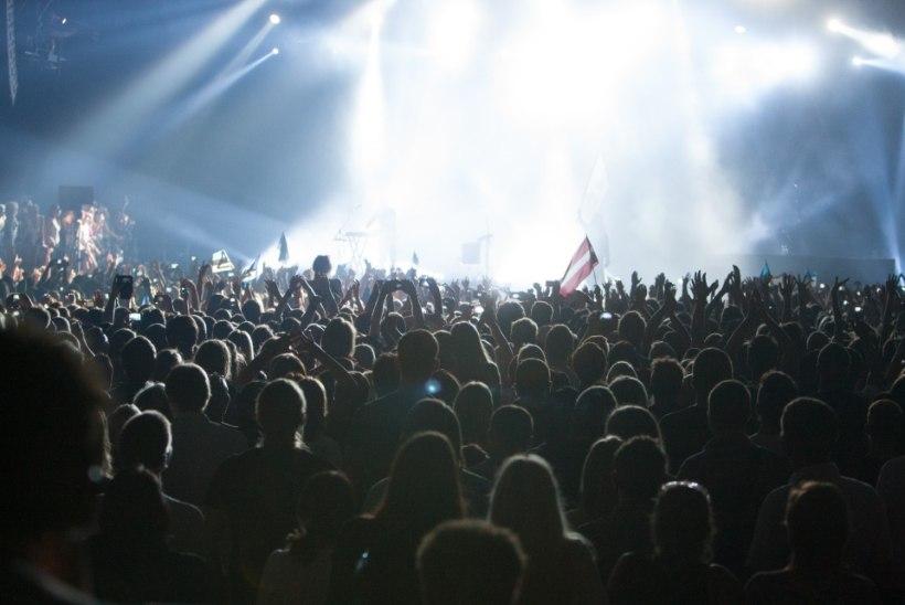 GALERII: 30 Seconds To Mars viskas rahvasse värvilisi palle ja kutsus inimesi lavale