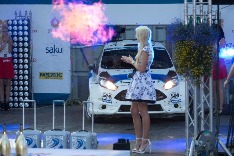 GALERII: Šampusesadu Rally Estonia poodiumil, Ott Tänak sai kätte võitjakiivri