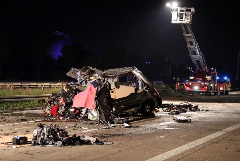 FOTOD: Saksa bussiõnnetuses hukkus üheksa inimest
