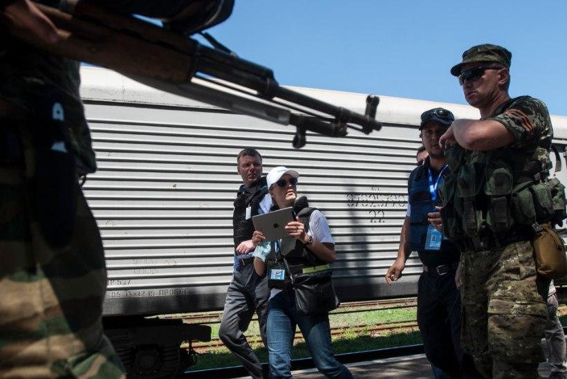 FOTOD: erirong lennukatastroofi ohvrite surnukehadega lahkus Torezist