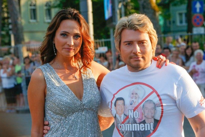 Baskov peletas reportereid särgiga