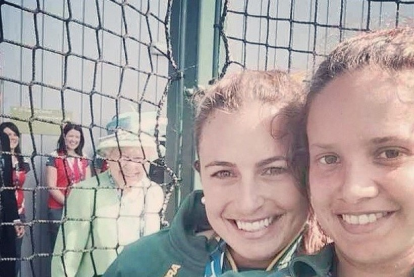 FOTO! Kuninganna Elisabeth II astus austraallannast hokimängija selfie'le!