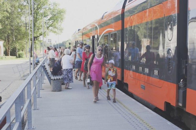 """Folgirongiga Viljandisse peole: """"Kas rong telklaagrisse ka sõidab?"""""""