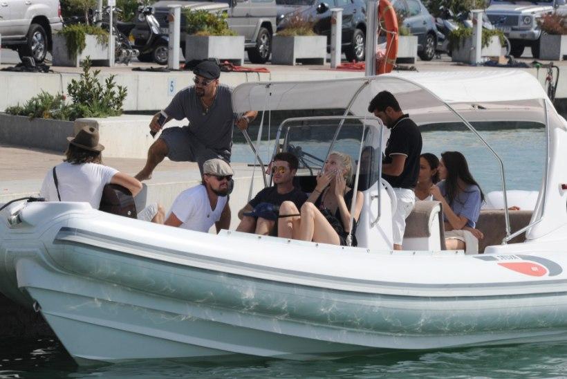 FOTOD! Leonardo DiCaprio peesitab oma 22aastase tüdruksõbraga Ibiza sadamas asuval jahil