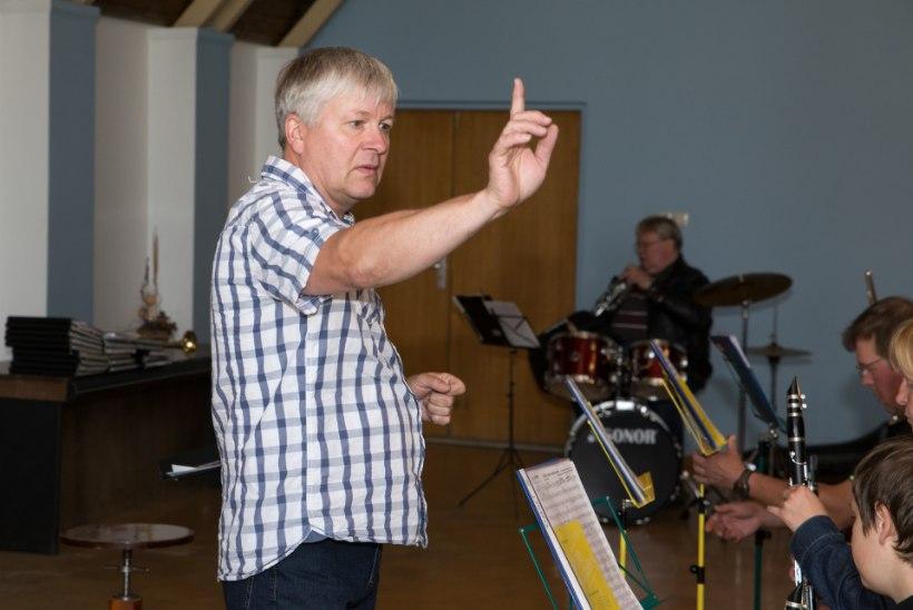 Väägvere pasunakoori dirigent: laulupeol on võimas tunne!