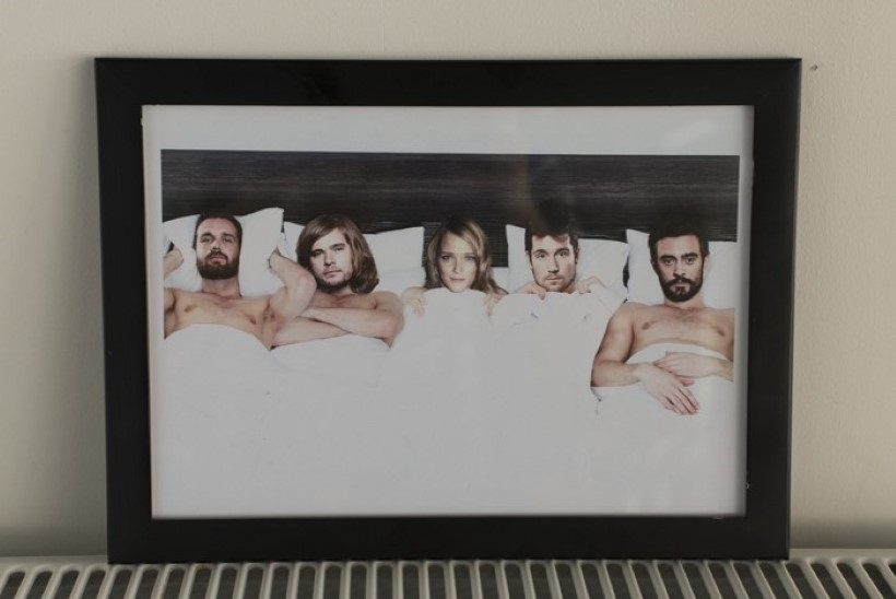 "VALIK TEHTUD: briti ansambli voodisse ""ronib"" Carmen Kass!"