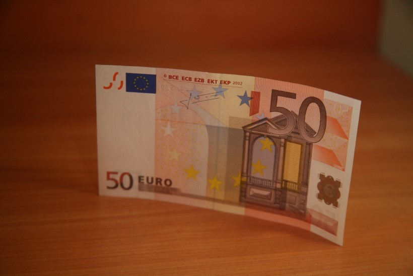 Mees röövis tanklast 50 eurot