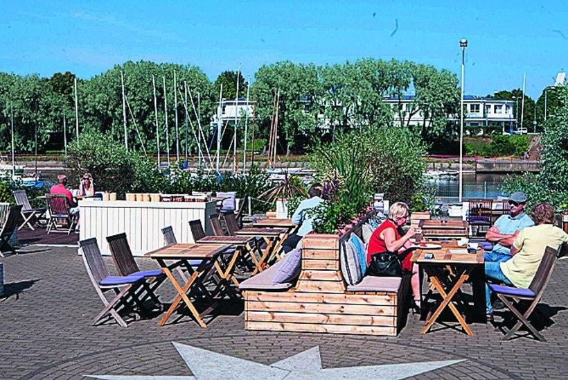 Toidukoht mere ääres: püüa päikest või vaata päikeseloojangut terrassil