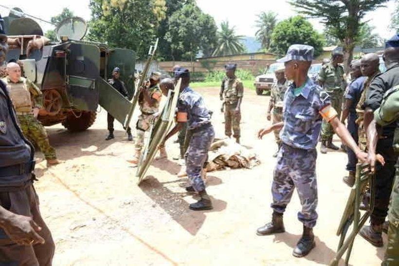 FOTOD: kaitseväelased toetasid KAV-is kohaliku politsei eriüksust