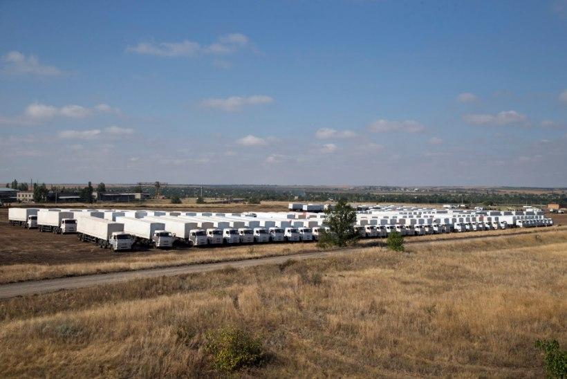Esimesed neli Vene veokit humanitaarabiga sisenes piiriületuspunkti