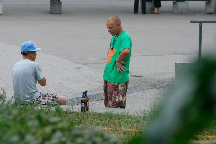 Elva linn otsustas keelata avalikus kohas alkoholi tarbimise