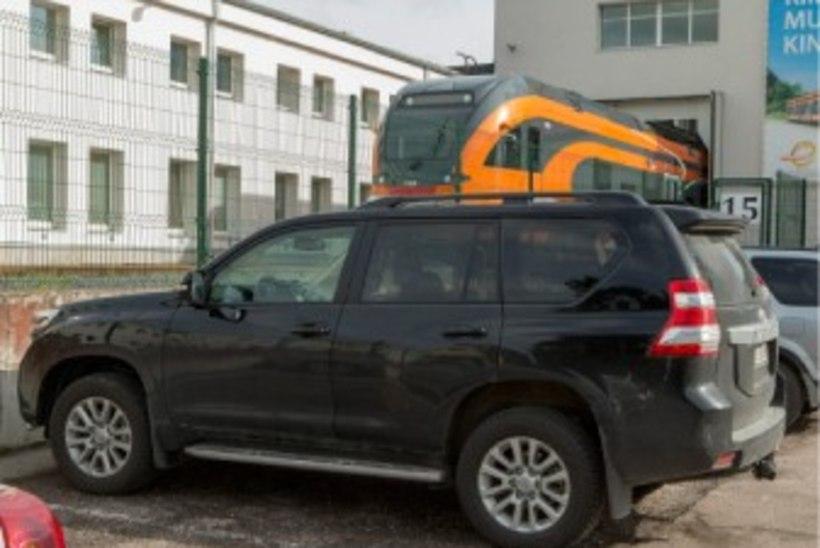 Riigifirma juhtide autod võivad maksta õpetaja kolme aasta palga