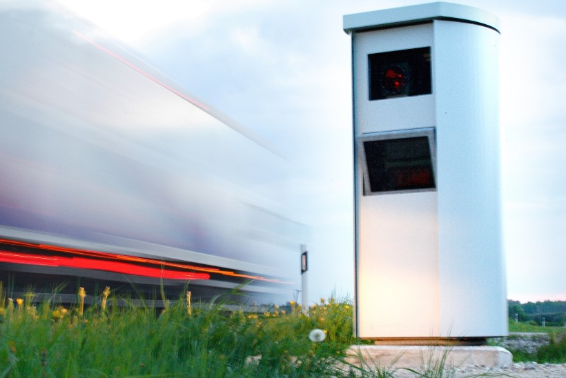 Teadustöö: kiiruskaamerate mõju liikluses osutub pea olematuks või lausa negatiivseks