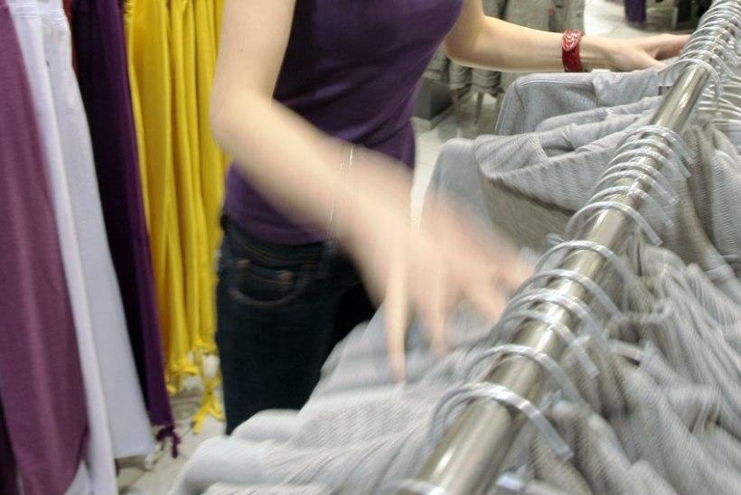 Statistikaamet: Tarbijahinnaindeksi kuumuutust mõjutasid juulis enim rõivaste ja jalatsite soodusmüügid