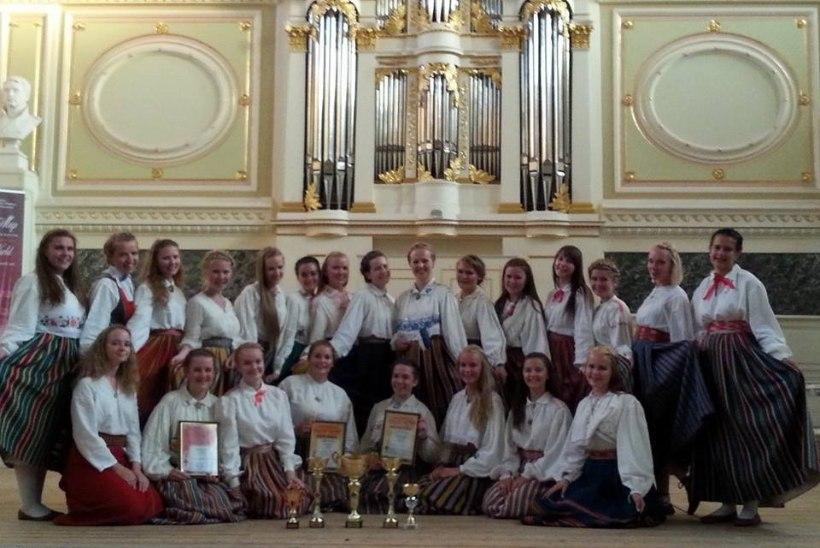 """Eesti neidudekoor võitis Peterburi koorifestivalil peaauhinna: """"Pisarad voolasid mööda nägu alla!"""""""