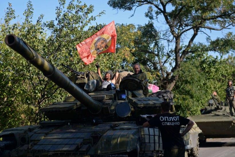UKRAINA: Luganski lennuvälja ründavad Venemaa tankid