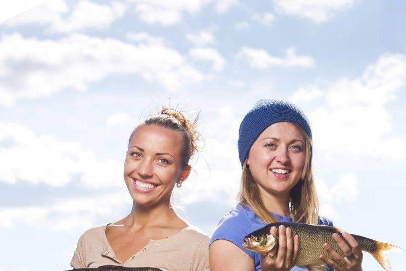 Kertu Jukkumi ja Teele Viira kalajaht Emajõel