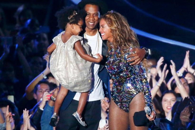 PILTUUDIS: väidetavalt teist last ootav Beyoncé hoidis muuseumit külastades kätt kõhul!