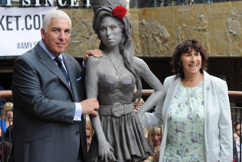 Amy Winehouse'i mälestus elusuuruses skulptuuris