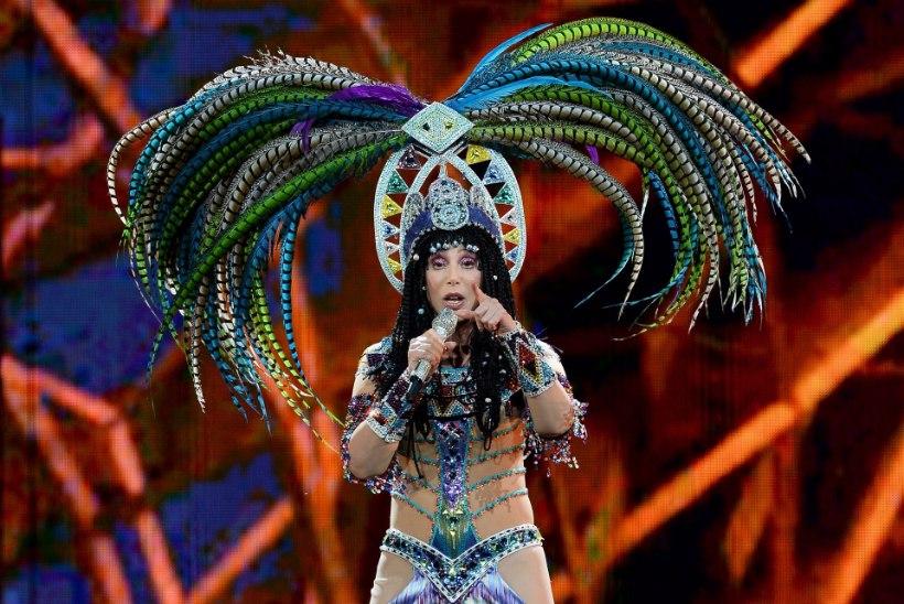 Koreograaf kaebas Cheri kohtusse