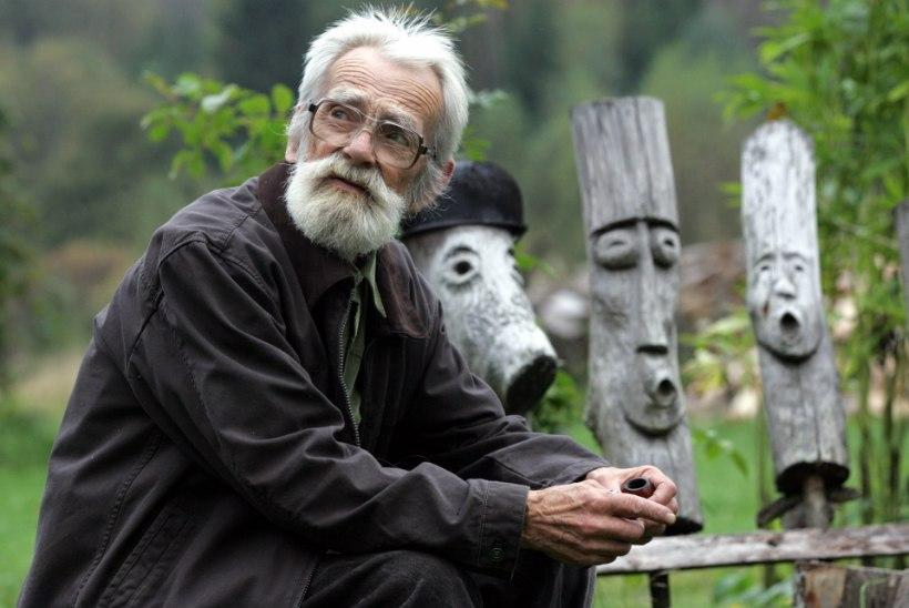 VANA HITT | Edgar Valter kannab saagi metsast koju peas