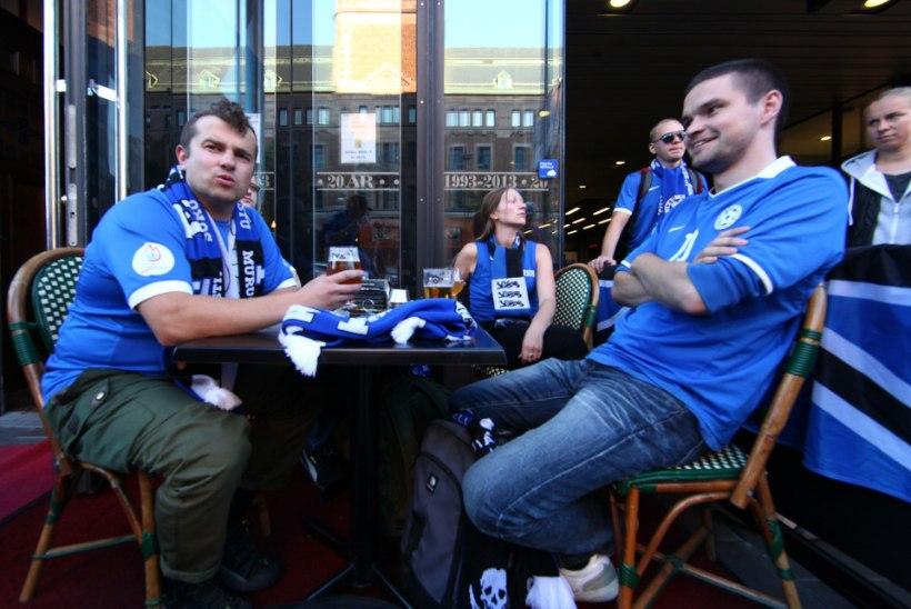 FOTOD: Eesti jalkafännid Stockholmis enne õhtust maavõistlusmängu