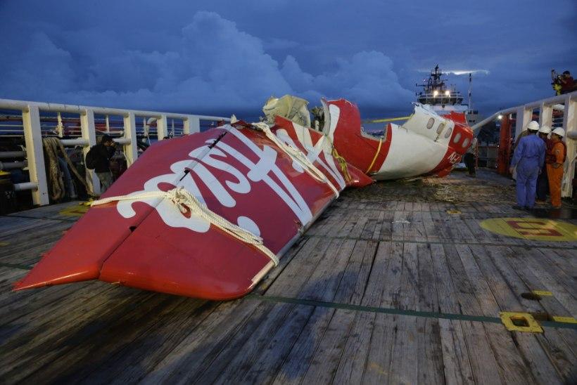 Päästjad püüdsid AirAsia lennuki mustade kastide signaali