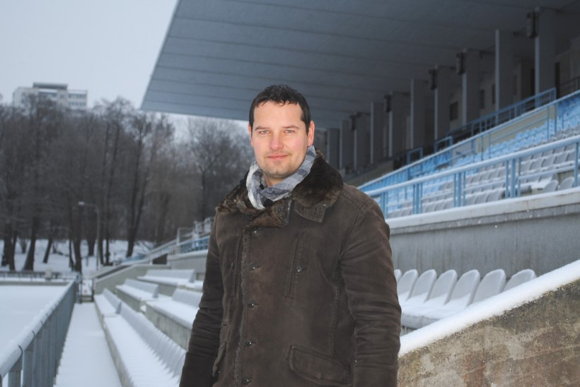 Lugu Eesti jalgpallikoondislasest, kes kuulus bändi Push Up ja oli Carmen Kassiga ühel laval
