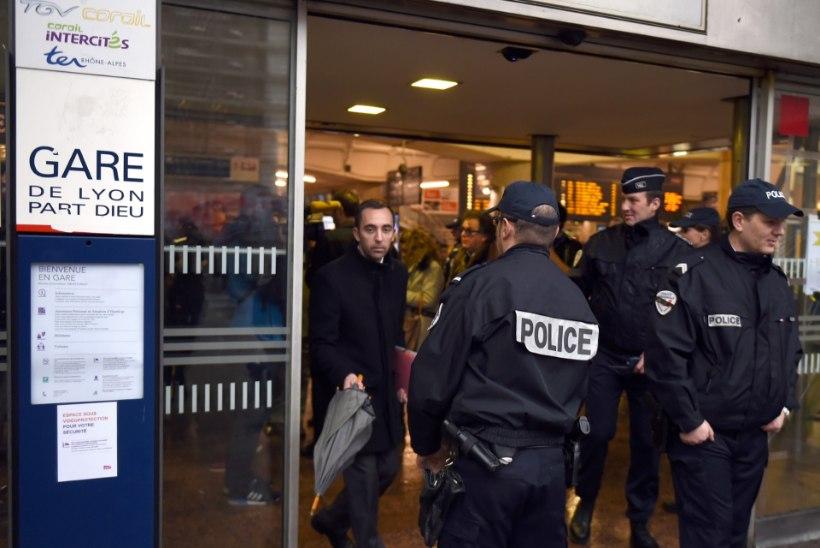 FOTOD: Pariisi ühele suuremale rongijaamale tehti pommiähvardus